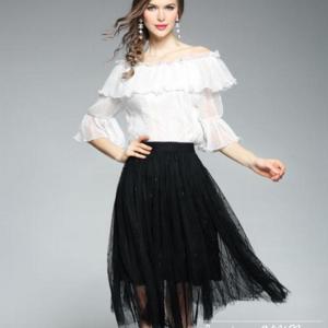 Chân váy xòe màu đen mặc với áo gì cho nàng thêm cuốn hút?