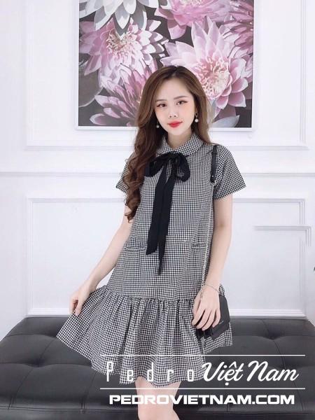 Nếu bạn thích phong cách loli đáng yêu, chiếc váy ca rô trống rỗng này là dành cho bạn
