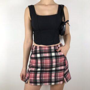 Chân váy caro chữ A - item fashionista không thể bỏ qua