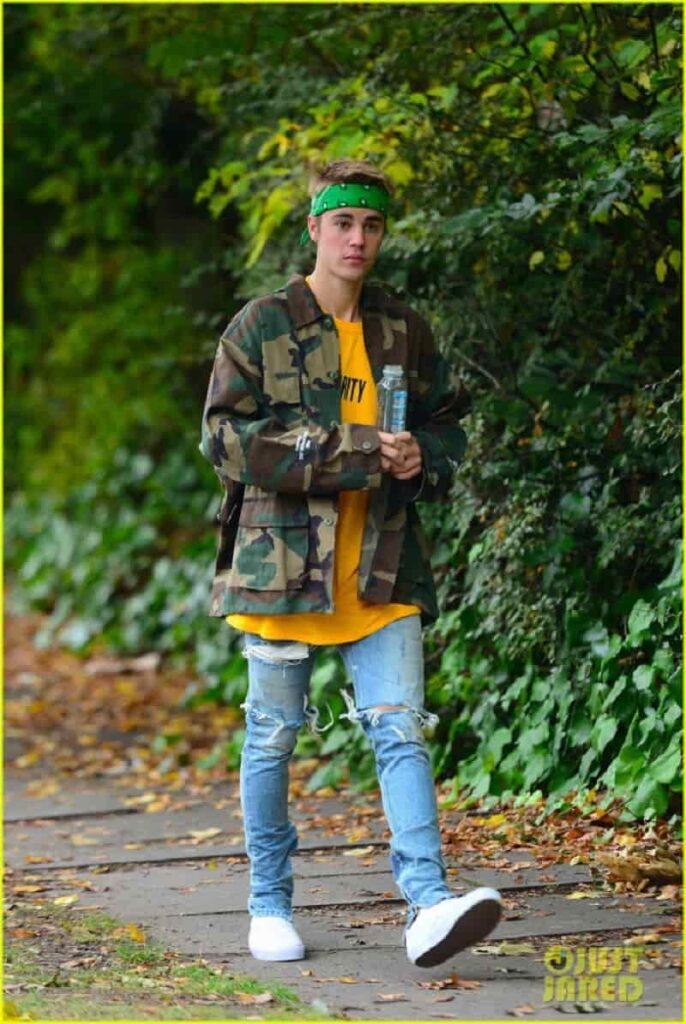 Nhiều người nổi tiếng yêu thích áo khoác camo