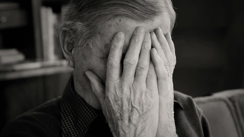 Tổng hợp hình ảnh người đàn ông buồn khóc