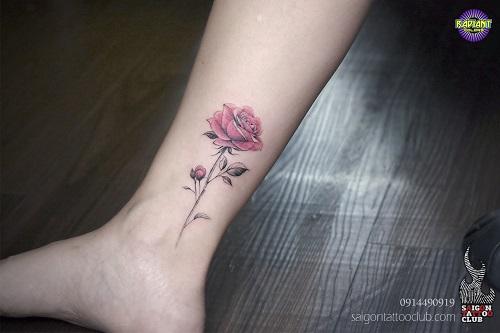 Hình Xăm Hoa Hồng Nhỏ Trên Chân Cho Nữ
