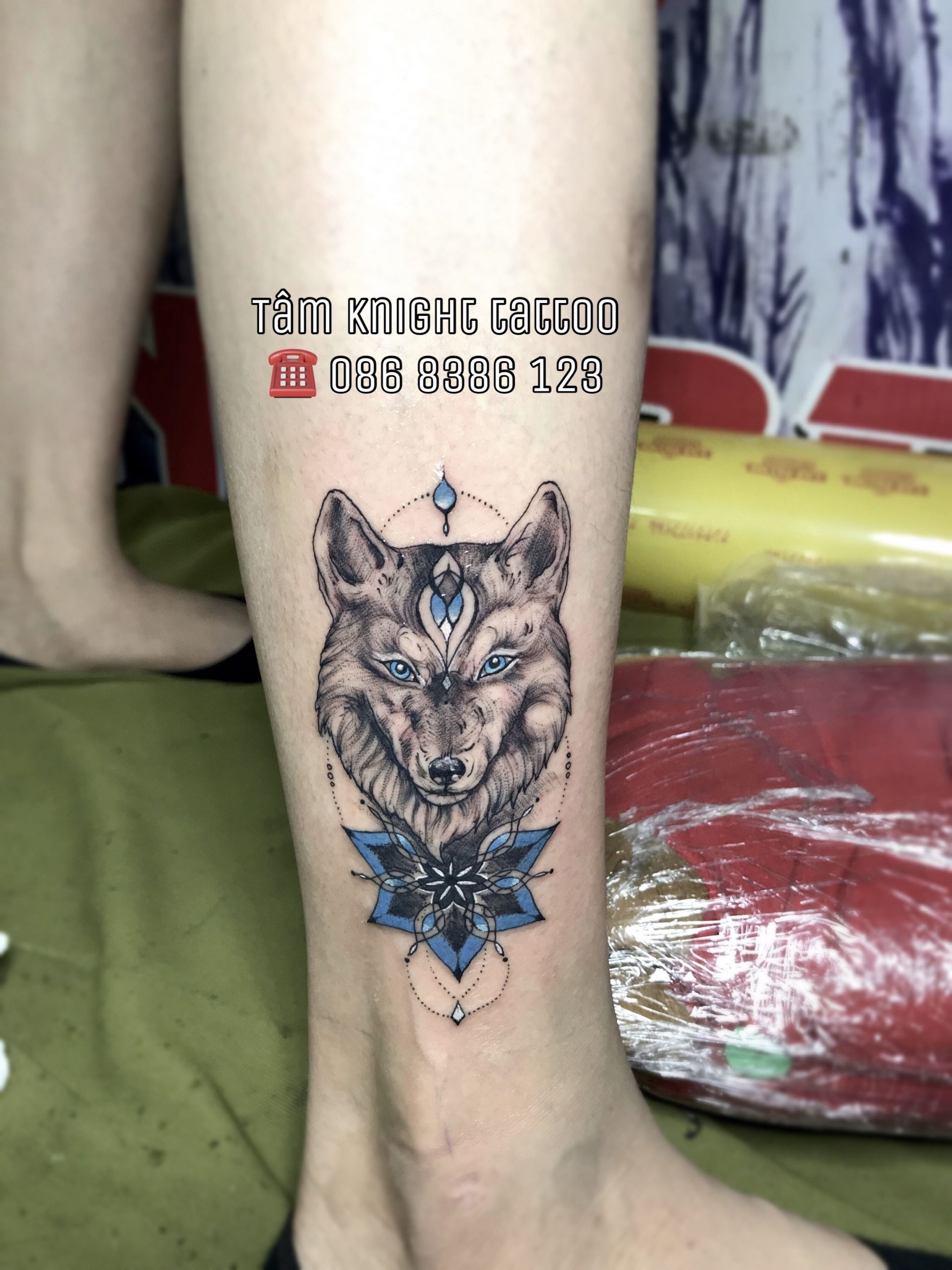 Hình xăm chó sói trên mắt cá chân