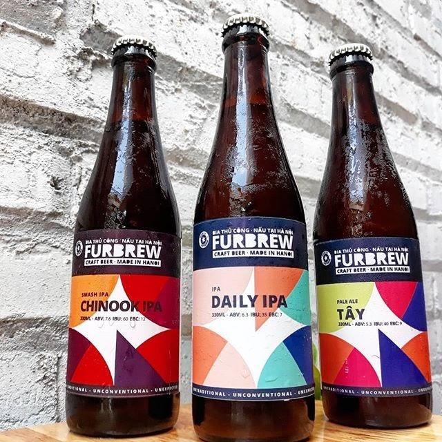 Bia thủ công Furbrew: Western Pale Ale: giàu mạch nha, thêm nhựa và hương chanh.  Motueka và Nelson Sauvin hoa bia và Chinook Smash IPA: nặng nề và dữ dội.  Nó có vị chanh giòn thơm ngon như bánh.