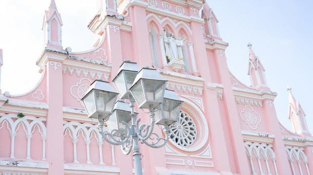 Nhà thờ con gà cũng là nơi mà hot boy youtuber Seungjun chọn để check in.