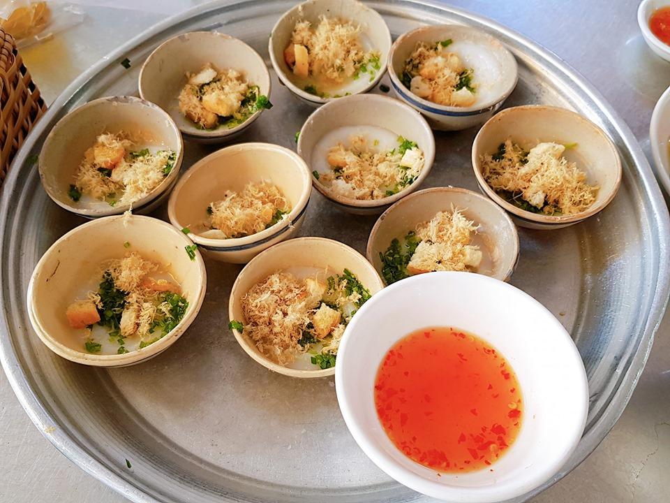 Bánh Bèo Chen ở Lê Trung Kiên dưới chân núi Nhạn.  15k 1 khay 10 ly