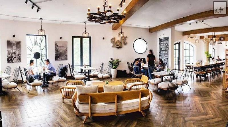 Tận hưởng hương vị cafe tại đây với bạn bè thì còn gì có thể thú vị hơn
