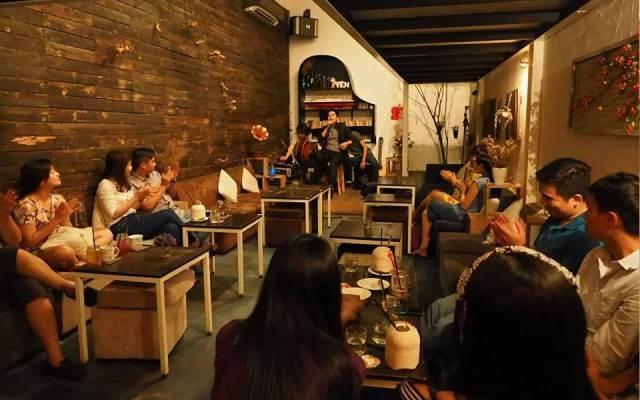 Thưởng thức cafe và du dương cùng âm nhạc