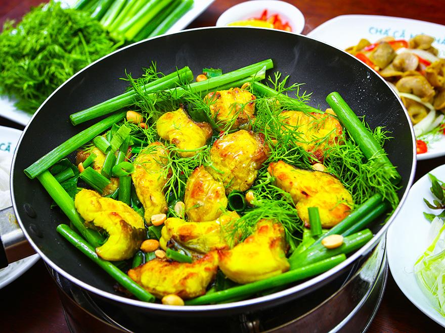 Thưởng thức ẩm thực tại nhà hàng ven sông Thạch Thảo