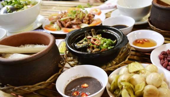 Cơm niêu Việt mang đậm không khí thôn quê