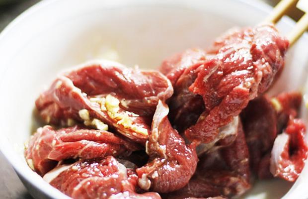 Ướp thịt bò để món ăn thêm đậm đà cách làm bò nhúng dấm