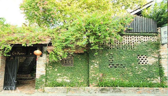 Không gian quán cà phê Cõi Xưa mang đậm phong cách cổ xưa, bình dị