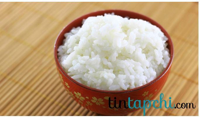 Tinh bột trong gạo trắng hấp thụ ít muối