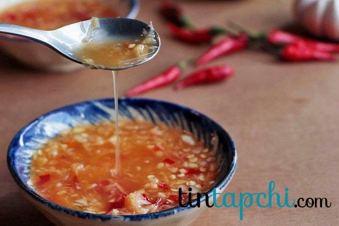Nước chấm phải đủ chua, cay, mặn, ngọt để bữa ăn thêm phong phú và