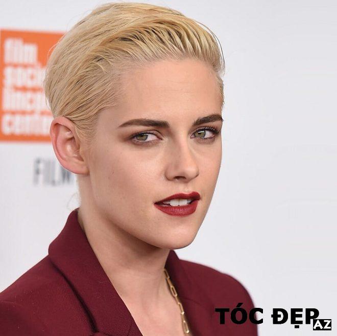 Kristen Stewart mặc vest ngắn màu đỏ