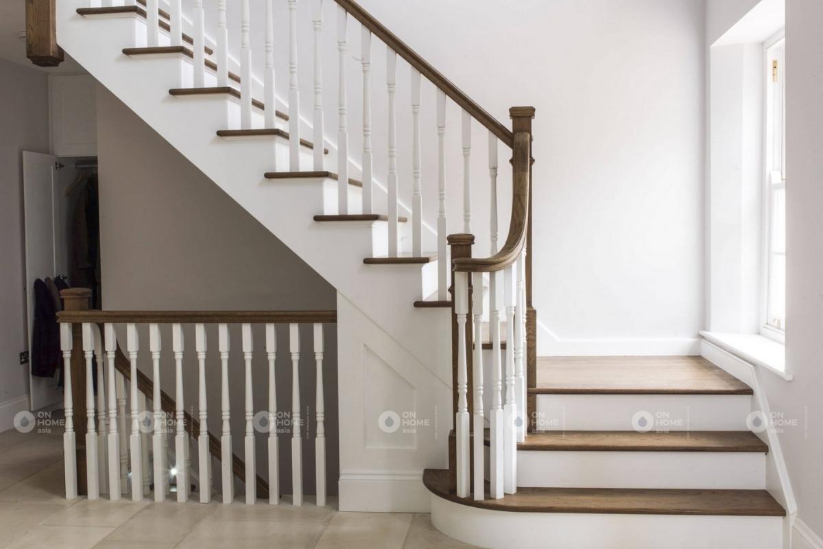 cầu thang trắng