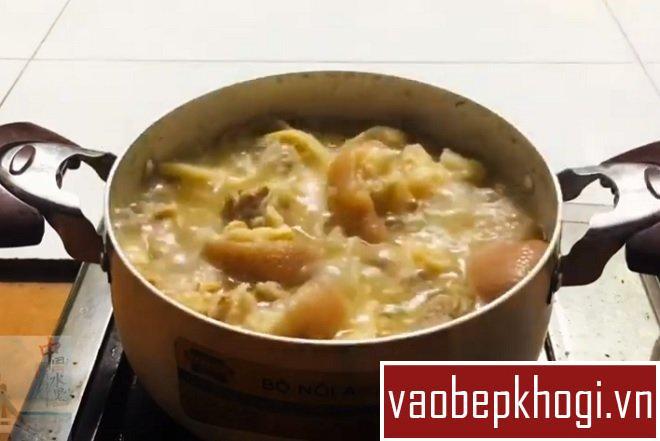 1️⃣ Canh móng giò nấu măng chua: mẹo hầm giò ngon, lợi sữa cho bà bầu