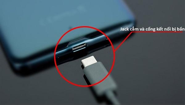Đầu nối Samsung bị bẩn