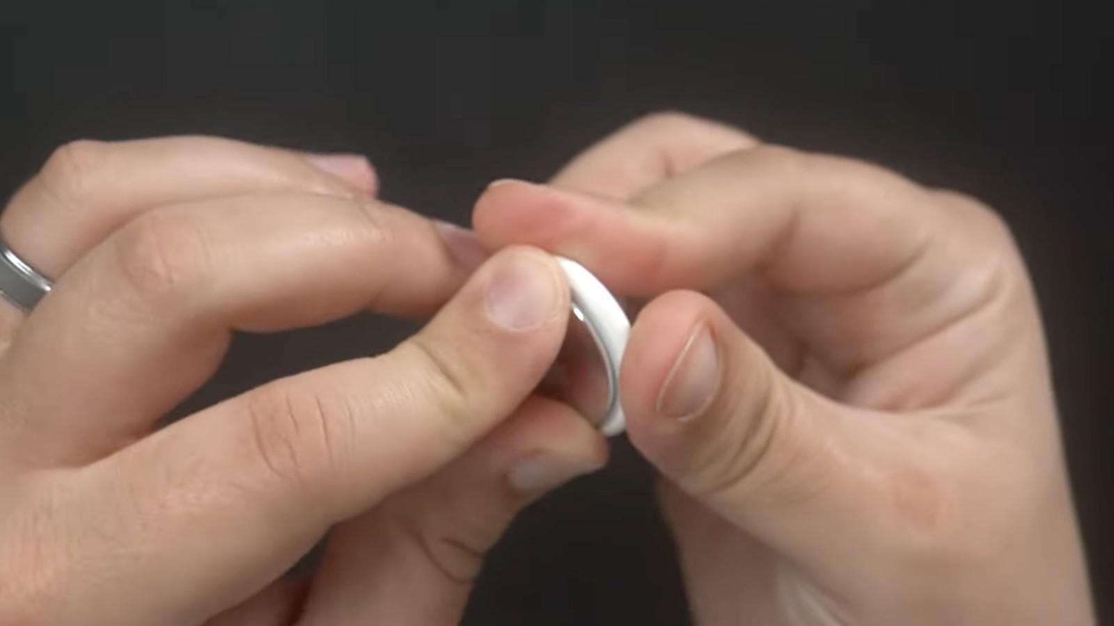 Cách thay thế AirTag 7.  pin