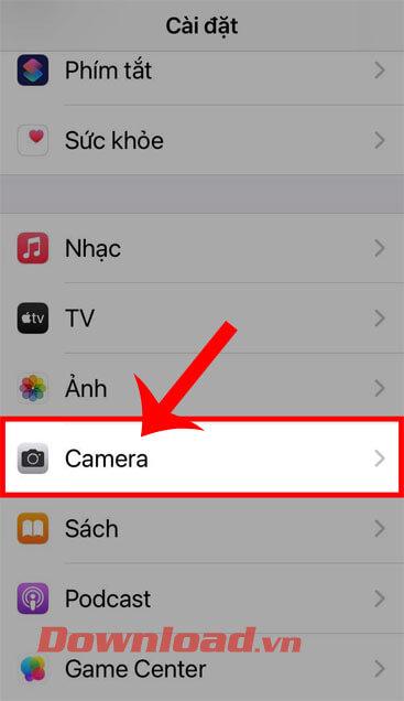 """<p><strong>Bước 2: </strong>Sau đó, trong <em>Cài đặt</em> giao diện của iPhone, vuốt xuống màn hình """"/></div> </li> <li class="""